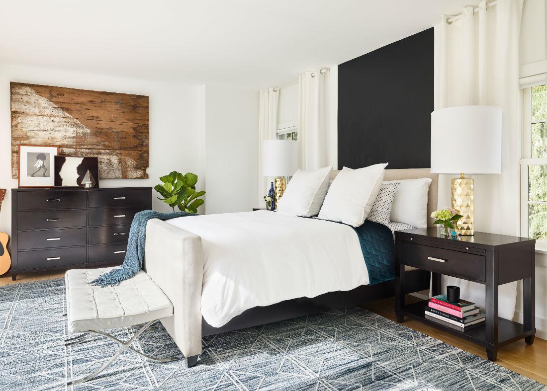 jenn-obrien-master-bedroom-interior-design-patterned-rug-white-duvet