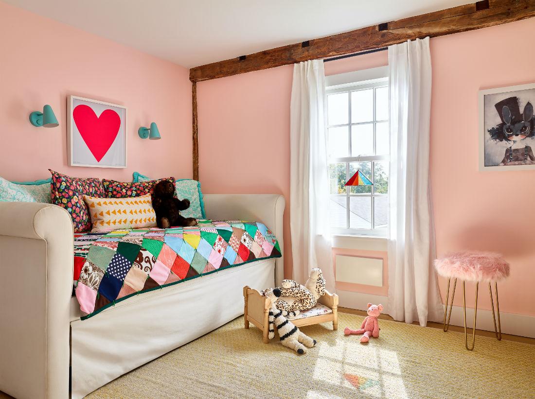 kids-bedroom-sofa-trundle-bed-pink-walls