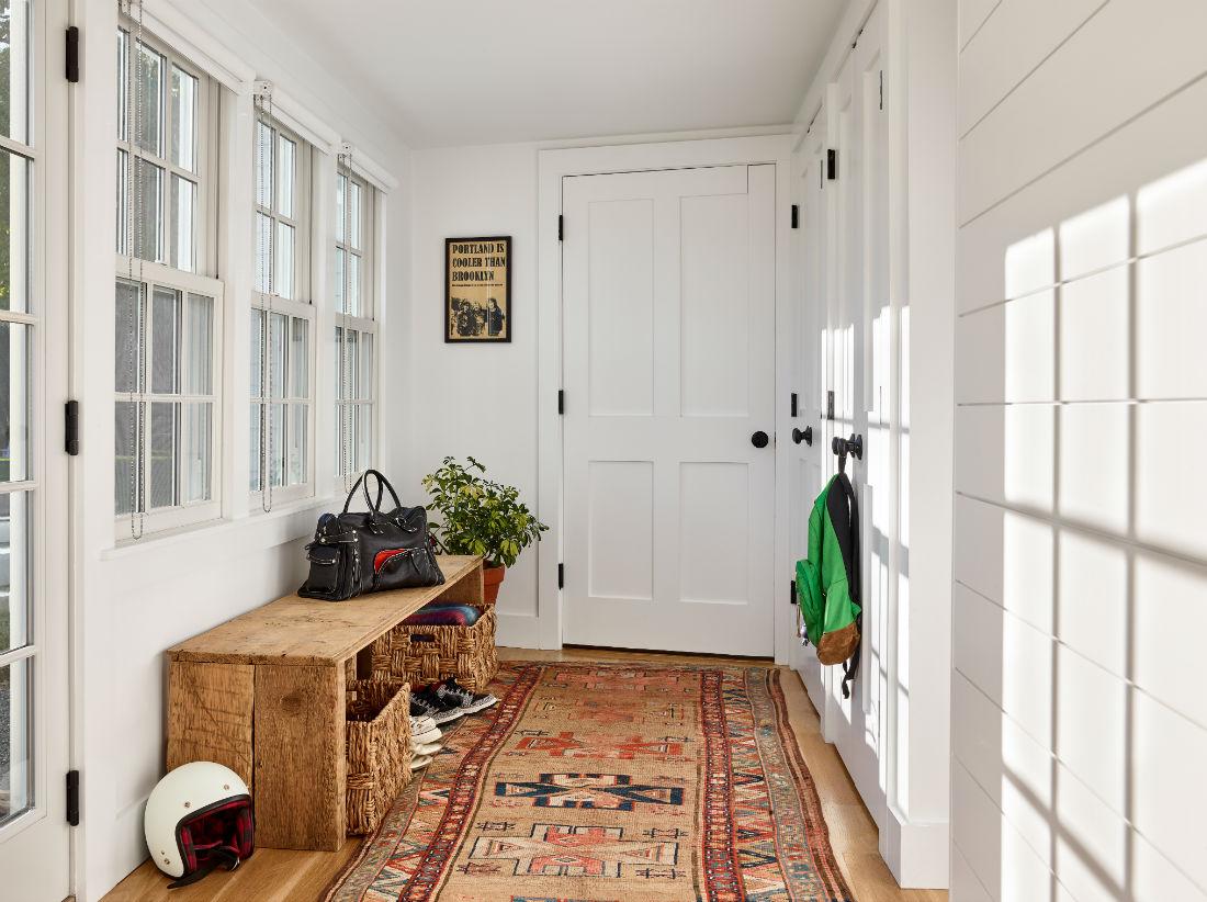 wenham-topsfield-ma-mudroom-patterned-carpet-wooden-bench
